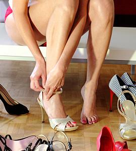 Frau mit geilen Füßen